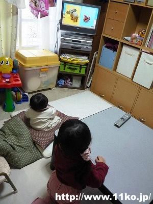 子供たちはDVDも興味津々で見ています。